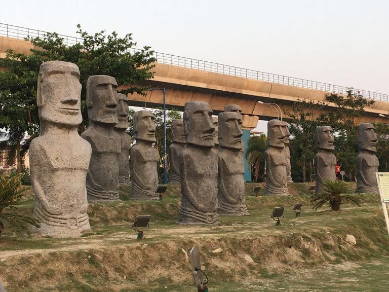 Chile Easter Island Statue replica , Eco Park 7 wonders