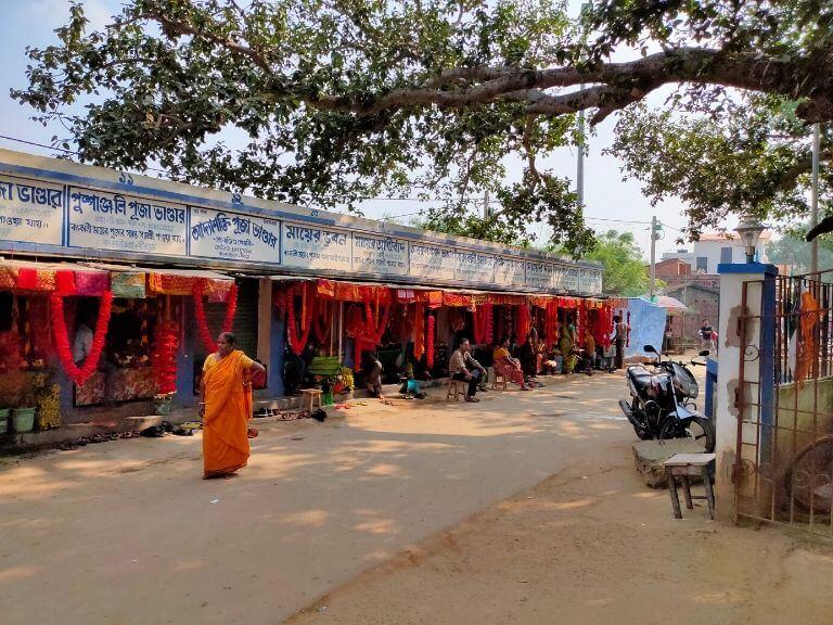Stalls near Kankalitala Mandir, Shantiniketan